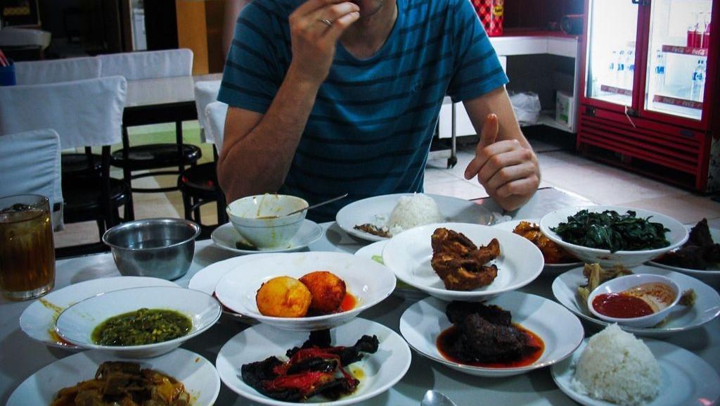 Jika Ragu Makanan Halal, Bagaimana hukum mengkomsumsinya?