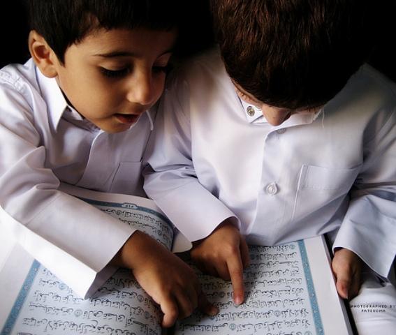 Bagaimana Hukum Membaca Al-Qur'an Secara Bersama-sama?