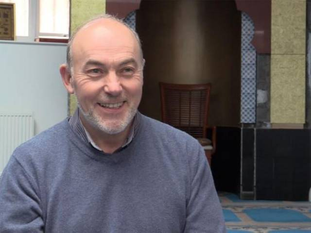 Meet the middle-aged Scottish man who converted to Islam without properly meet a Muslim